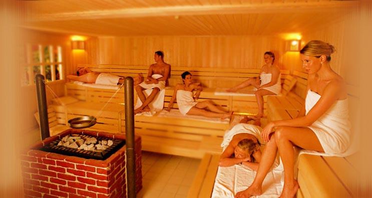 dve-starie-zhenshini-v-saune